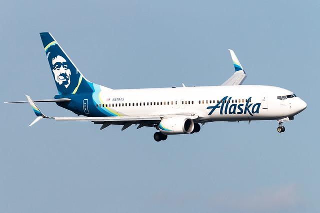 Alaska Airlines 737-800W N579AS