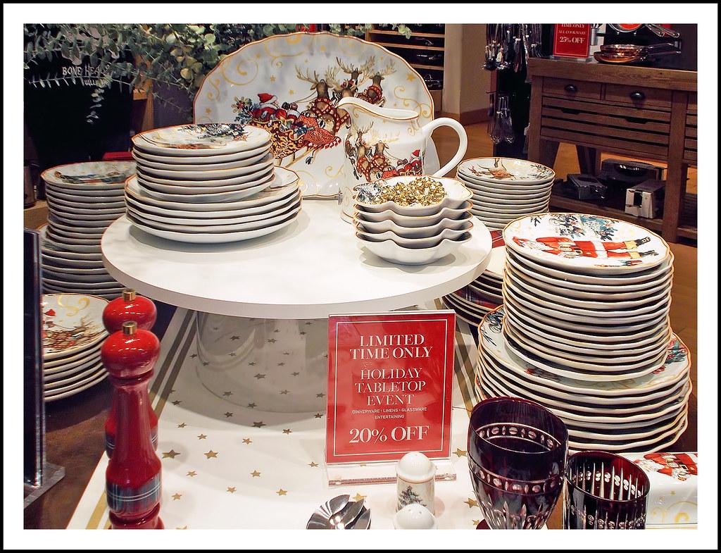 Williams Sonoma Christmas Table.Christmas Tableware At Williams Sonoma This Beautiful Chri