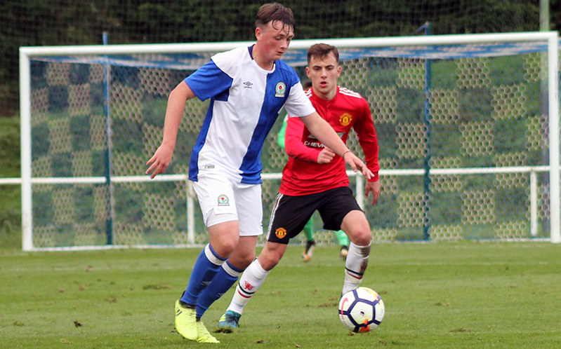 United defender Lee O'Connor stays tight to Kyle Connell