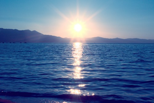 sunset early lake blue yellow orange alpine southlaketahoe mountain sunstar sunbeam reflection joelach