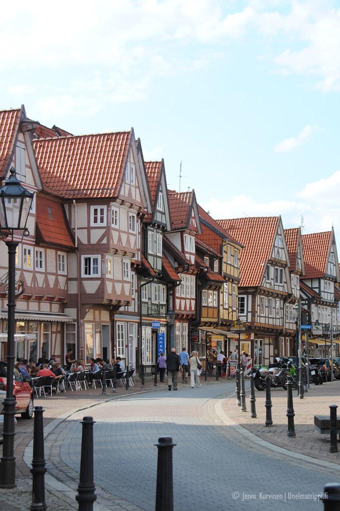 Ristikkotaloja Cellessä