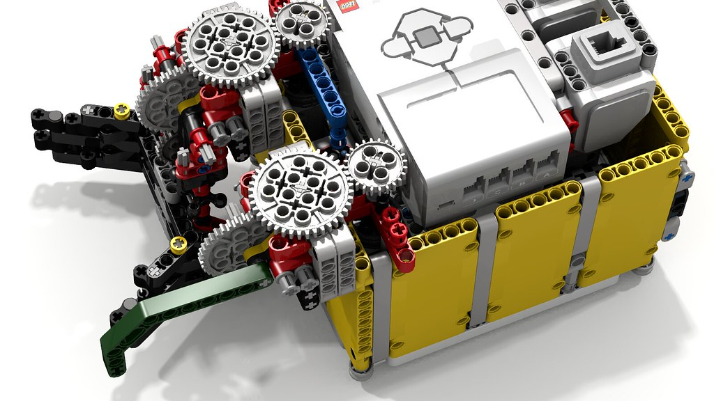 Lego FLL Team Moscow's Super Small Box EV3 Robot with Fuzz