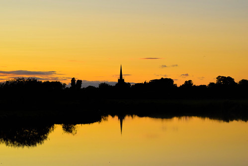lechlade gloucestershire wiltshire swindon cotswold cotswolds sunset golden yellow amazing striking nikon 5300 tamron ngc stunning sihouette riverthames river thames flickr fflickr reflect reflection