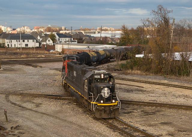 IC 1035 (EMD SD70) CN Train: RJY30 Memphis, Tennessee