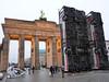 Braniborská brána a památník syrsko-německého umělce Manafa Halbouniho, foto: Petr Nejedlý