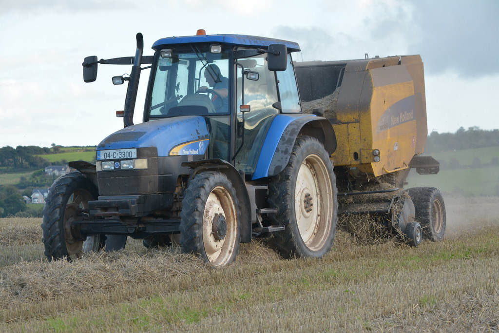 New Holland TM120 Tractor with a New Holland BR7060 Round