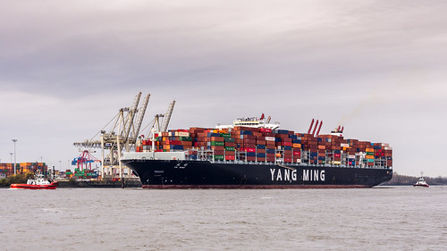 Container Ship YM Wind, Port Hamburg, Elbe River | by EmoHoernRockZ
