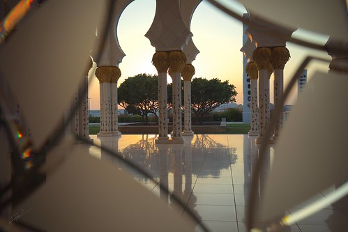 sheikhzayedgrandmosque praying sunset abu dhabi canon5dsr unitedarabemirates mosque mezquita fotografiademezquitas lamezquitadeabudabi explored
