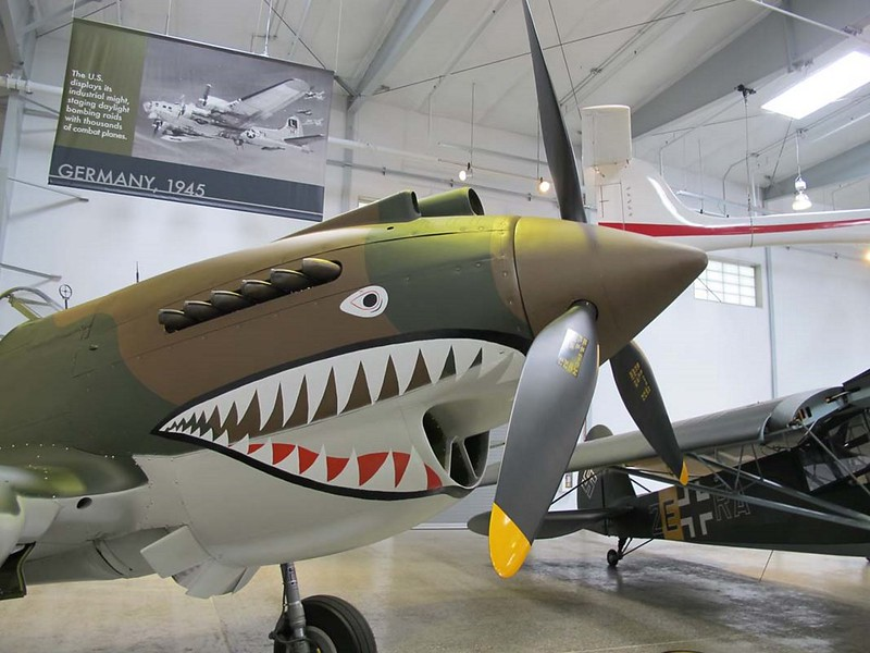 Curtiss P-40C Warhawk 2