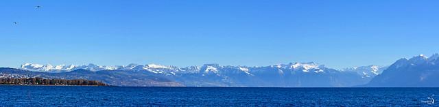 Lac et montagnes