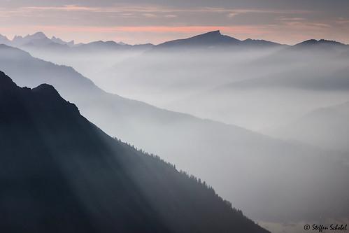 oberstdorf nebelhorn hoherifen nebel fog berge mountains landschaft sunset sonnenuntergang silhouette scenery kleinwalsertal view aussicht landscape