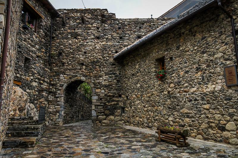 Puerta de la muralla medieval de Boí