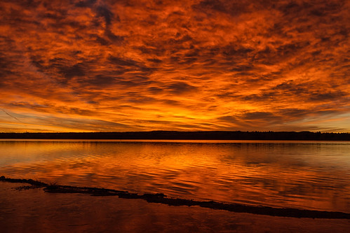 sunrise dawn daybreak beach lake reflections clouds lakechatfield chatfieldstatepark colorado landscape