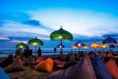 bali sunrise indonesia calm tranquil outdoor kuta beach fujiflm terfujilah seminyak umbrela cafe jimbaran sunset sea people