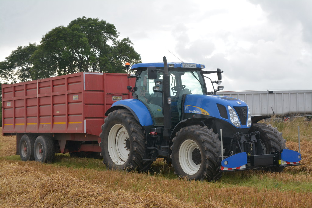 New Holland T7030 Tractor with a Smyth Grain Trailer | Flickr