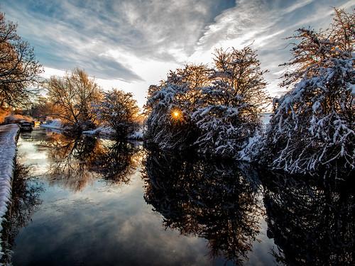 ianwright 2017 blip finwrightphotographycouk fin finwright finwrightphotography ian canal ellesmere shropshire shropshireunion canon g1xmkii snow ice sky dawn sunrise trees burst reflection reflections