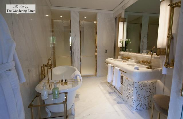 Lovely bathroom of Aurora Terrace Suite