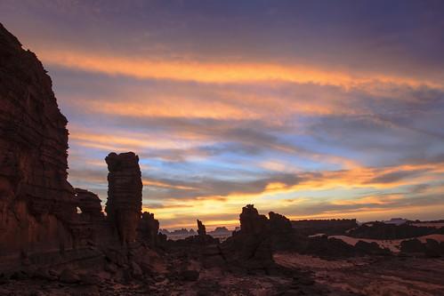 sáhara chad ennedi desierto desert amanecer sunrise cielo sky nubes clouds