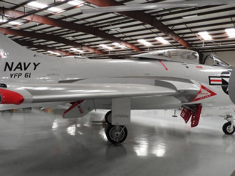 Grumman F9F6-8P Cougar 4