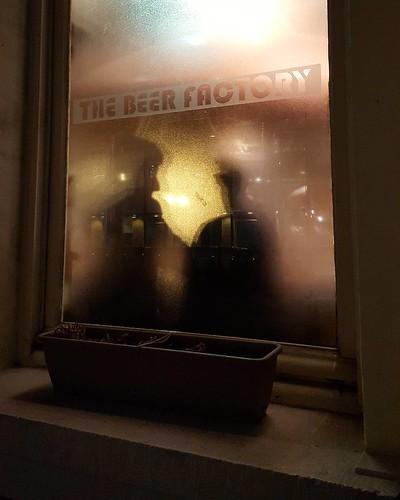'Weekend' - #Brussels #Belgium #Placelux #bar #beerfactory #night #photography #shadows #winter #cosy #beer | by Ronald's Photo Factory - www.ronaldgiebel.eu