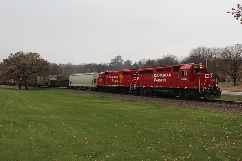 cp ice dme trains gp40 gp38 park davenport iowa