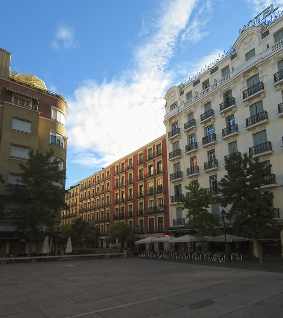 plaza reina sofia, madrid (2017)