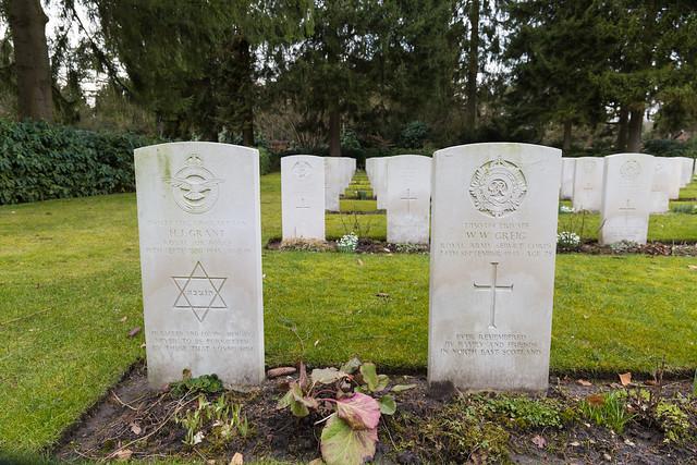 Commonwealth WW2 graves - Ohlsdorf Cemetry Hamburg