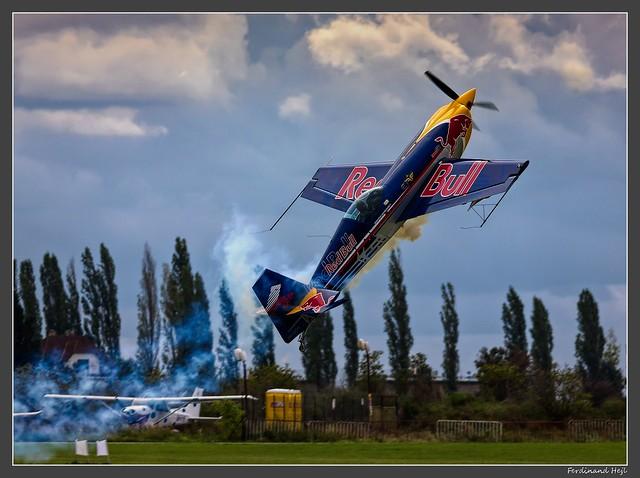 Extra 300S -SHP - SR series_OK-SON_Red Bull_Flying Bulls_LKLT