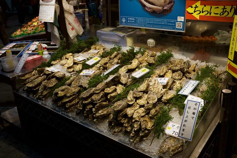 Oysters sold at Ōmi-chō market / 近江町市場 (石川県金沢市)