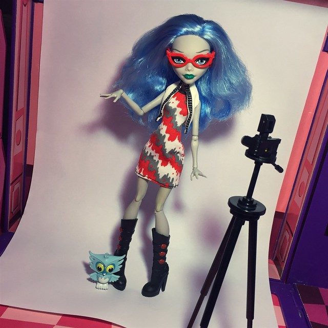 Ghoulia Yelps - Scooter (wearing Picture Day look, 2012)