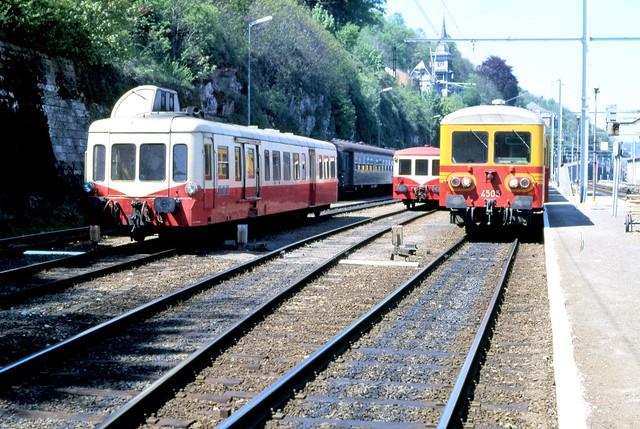 SNCF Picasso en bijwagen XRBD 8170 en NMBS 4505 ontmoeten elkaar in  Dinant 9 mei 1987
