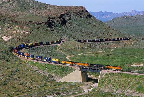 bnsf stack intermodal ge dash9 c449w kingmancanyon bridge kingman arizona az curve