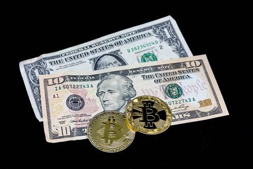 FIAT-Geld und Bitcoins   by wuestenigel