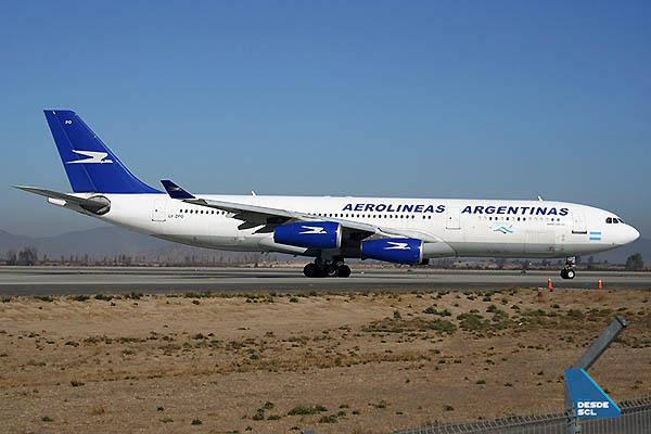 Aerolíneas Argentinas A340-200 SCL (A.Ruiz)