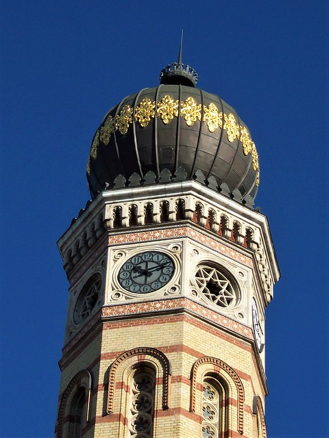 One of the two towers of the Budapest Synagogue