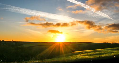 andygocher canon100d sigma18250 europe uk wales westwales southwales pembrokeshire coastalpath landscape clouds sunrise sun sunrays sunburst