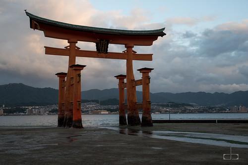 thegreattorii leverdesoleil miyajima temps japon grandeporte japan sunrise hatsukaichishi hiroshimaken jp