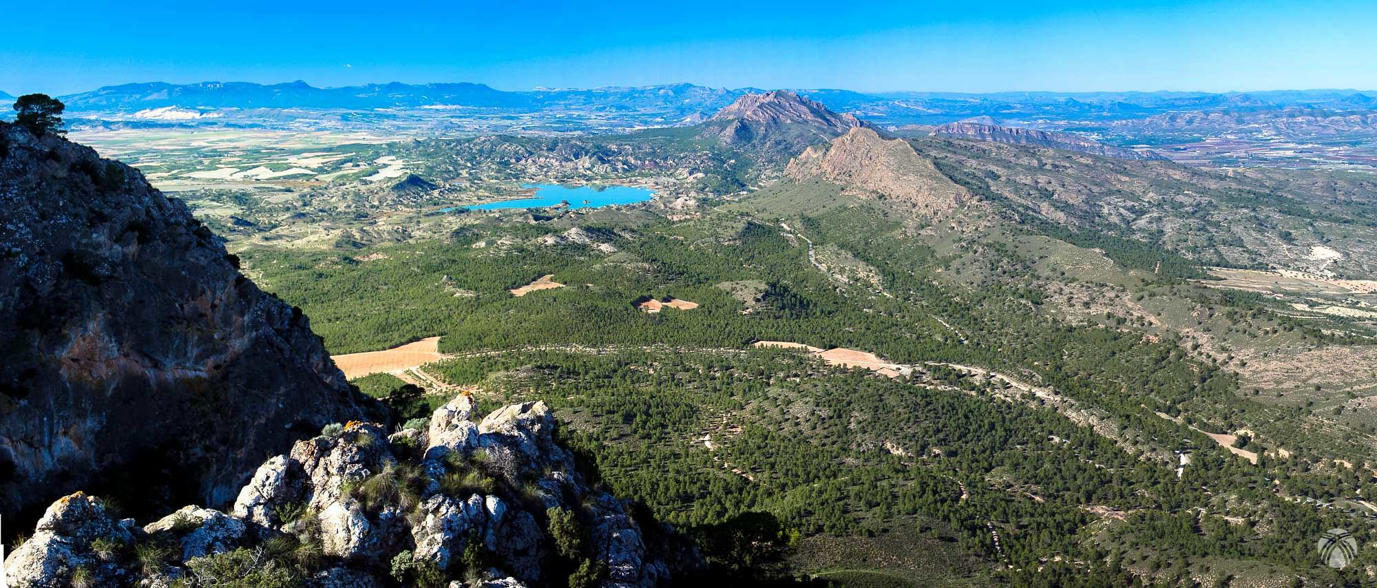 Vistas hacia el noroeste desde la cima oriental del Almorchón