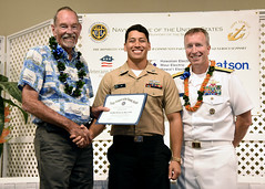 Intelligence Specialist 1st Class William Roy, center, recieves a sea service award from Adm. (Ret.) Richard Macke, president, Navy League Honolulu Council, left, and Rear Adm. Brian Fort, commander, Navy Region Hawaii and Naval Surface Group Middle Pacific, Nov 17. (U.S. Navy/MC1 Phillip Pavlovich)