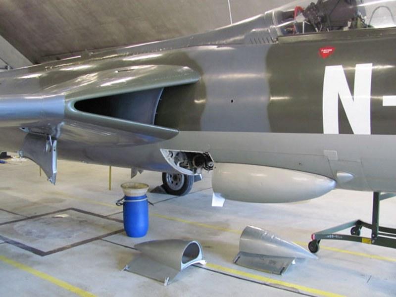 Hawker Hunter F-6A 5