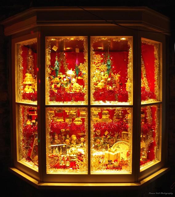 castleton derbyshire 2017 christmas lights switch on shop windows  (4)