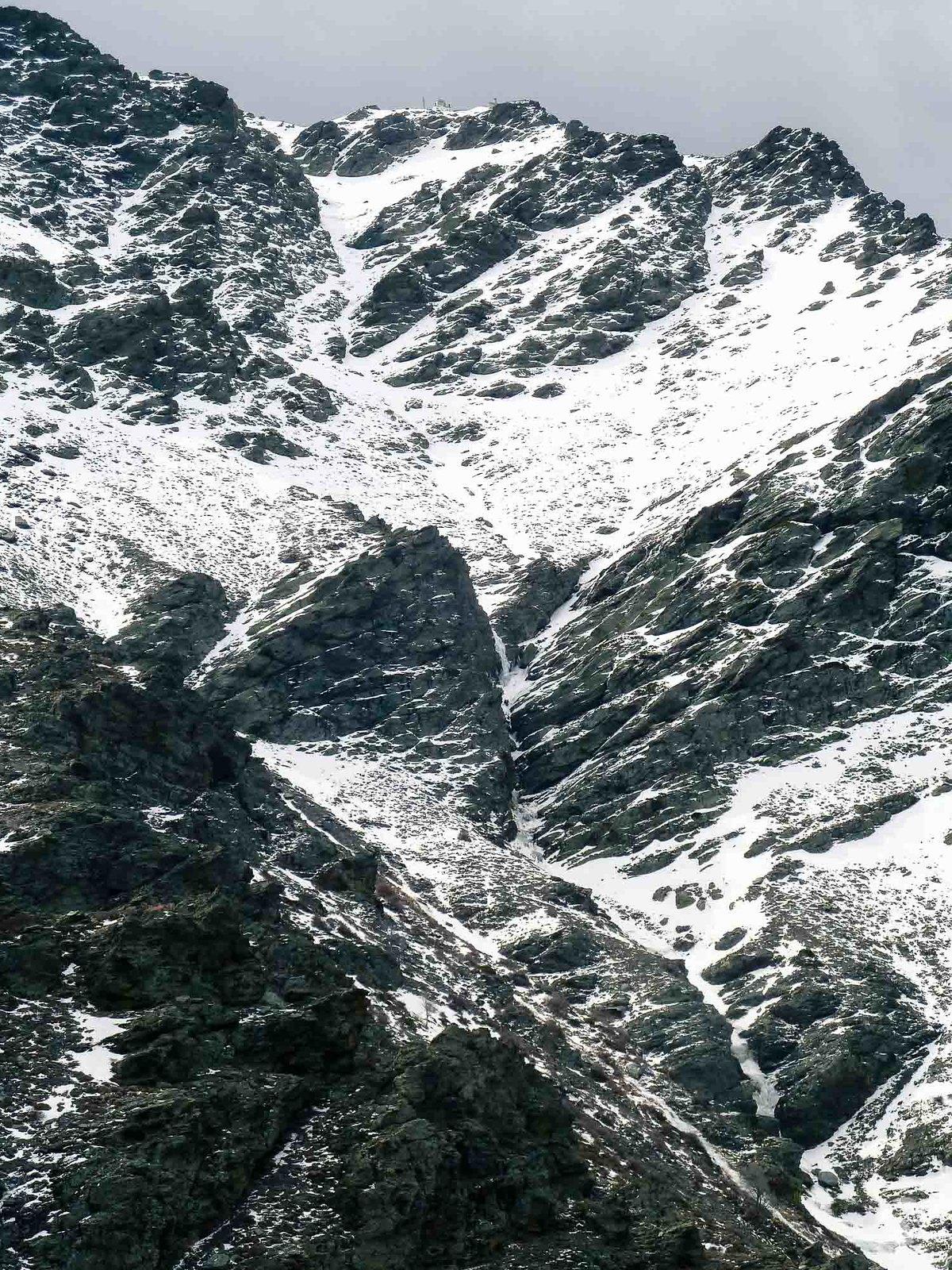 El corredor y la zona inferior de las cascadas