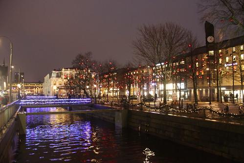 göteborg goteborg goeteborg gothenburg szwecja sweden sverige västragötaland vastragotaland kanał kanal rzeka woda światło swiatlo noc canal river water light night