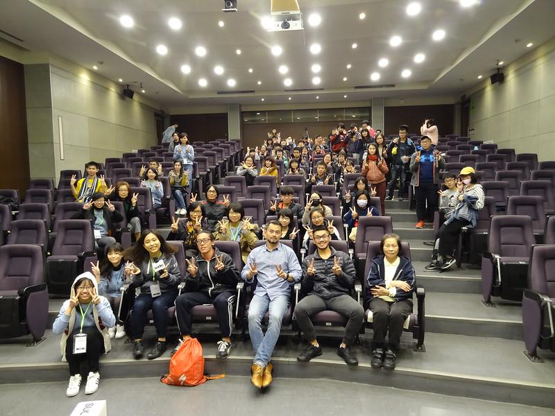 觀眾與黃致豪(前排中)現場合照。圖/楊羿柔攝 (1)