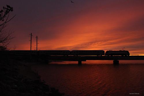 canonsl1 canon sunrise alp46 njtransit dawn multilevel bombardier beach drawbridge bridge commuter raritanriver river silhouette morning rushhour perthamboy amboy njcl coastline