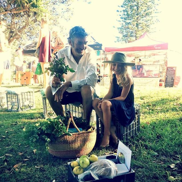 004/365 • ❤️ biggest and smallest ❤️ • . #yamba #whitingbeach #marketmorning #northernnsw #visitnsw #abcmyphoto #bellalunaboat #cruising #Summer2018 #eastcoastaustralia #clarenceriver