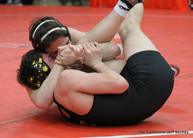 152 - Tyler Eischens (Anoka) over Luke Kohout (Glenbard North) Fall 1:42. 171229AJF0551