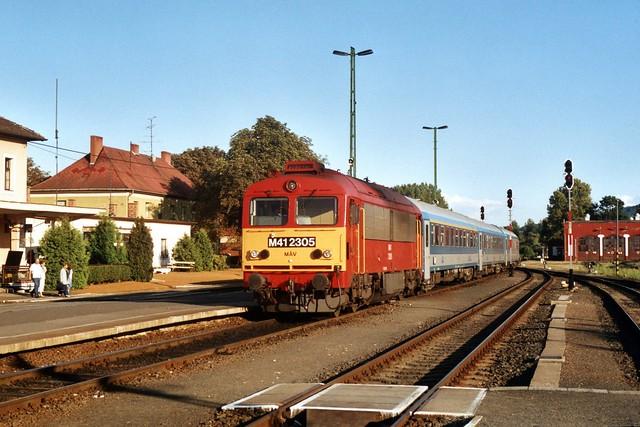 MÁV M41 2305 in Tapolca op 8-8-2005 (SCAN)