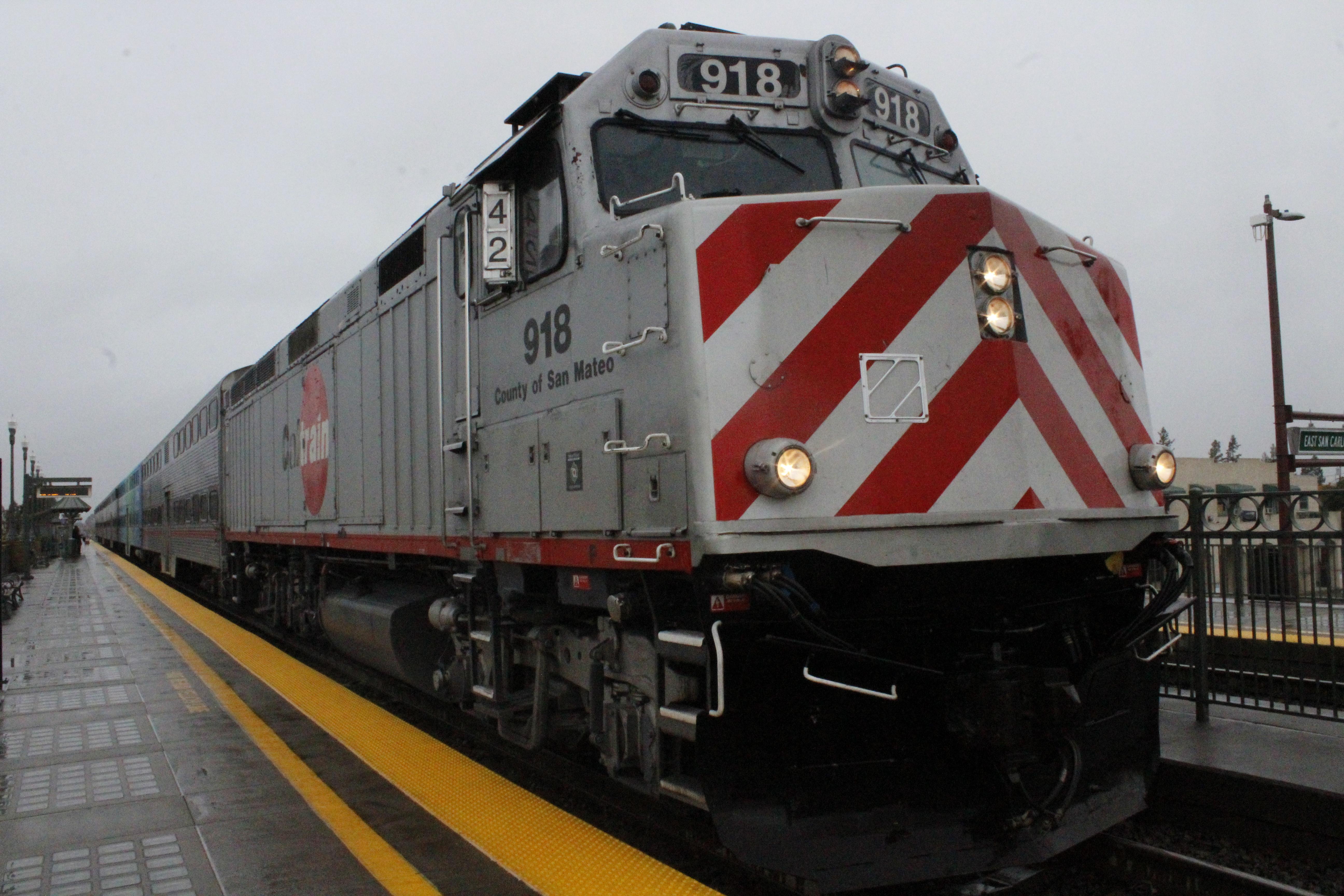 Caltrain locomotive unit 918, County of San Mateo, at San Carlos Station