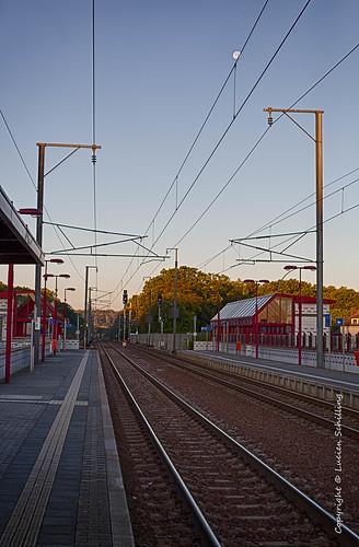 train morning moon sunrise station rails käerjeng luxembourg lu